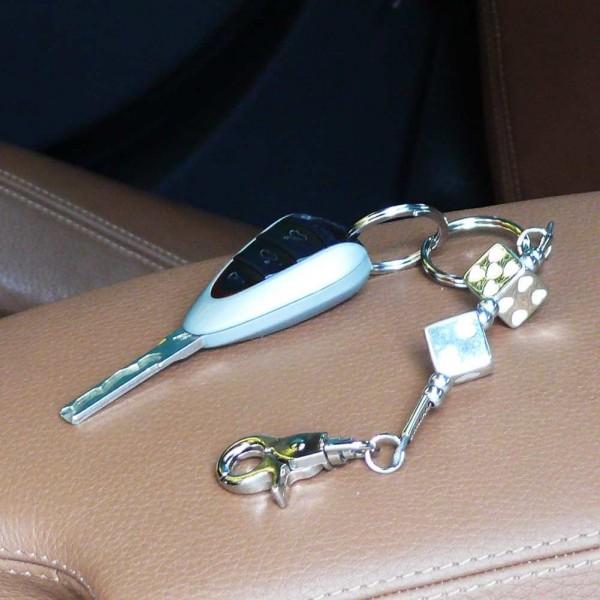 Schlüsselanhänger silberfarbene Würfel mit Weißen Herzen