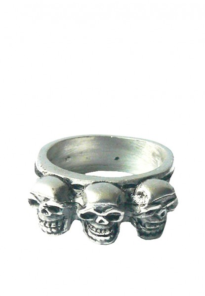 Silberner Ring mit Totenköpfen