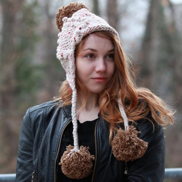 Glitzernde Winter Strickmütze mit Bommel aus Handarbeit