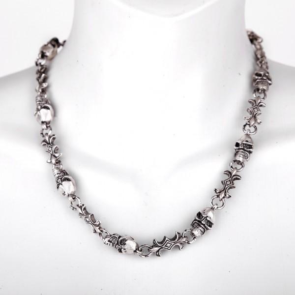 Halskette aus Metall und Skull Schädeln