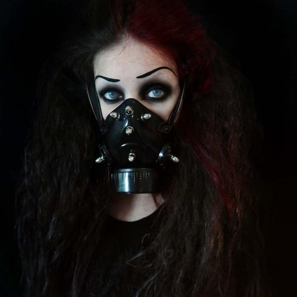 Gasmasken mit Patronen Metall Spikes
