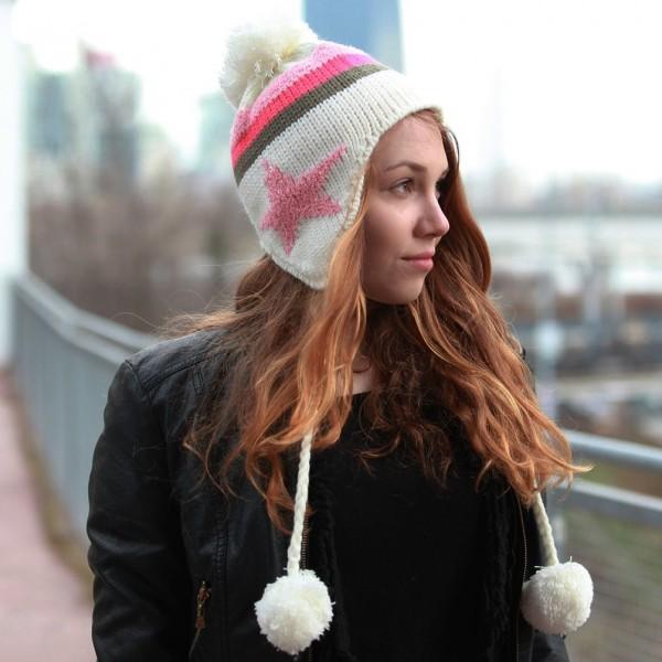 Winter Strickmütze mit Bommel und Pinken Stern aus Handarbeit