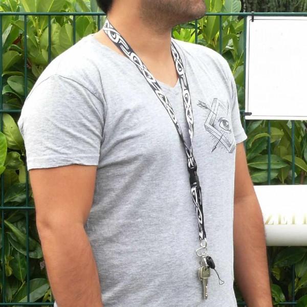 Schwarzes Schlüsselhalsband mit Tribal Aufdruck