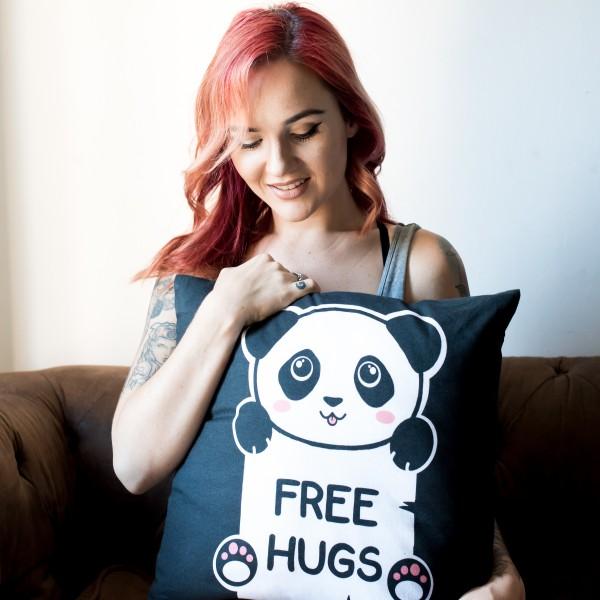 Geekinvader Kawaii Free Hugs Panda Kissen