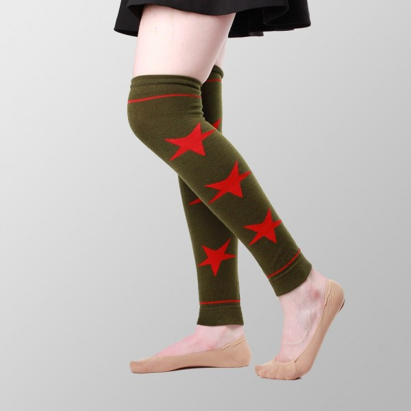 Grüner Beinwärmer mit Roten Sternen