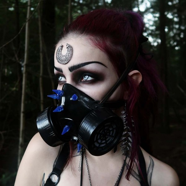 Gasmaske mit UV Spikes