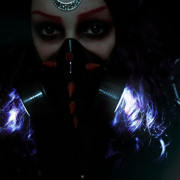Gasmaske mit UV Spikes und LED Licht Exclusive Batterien