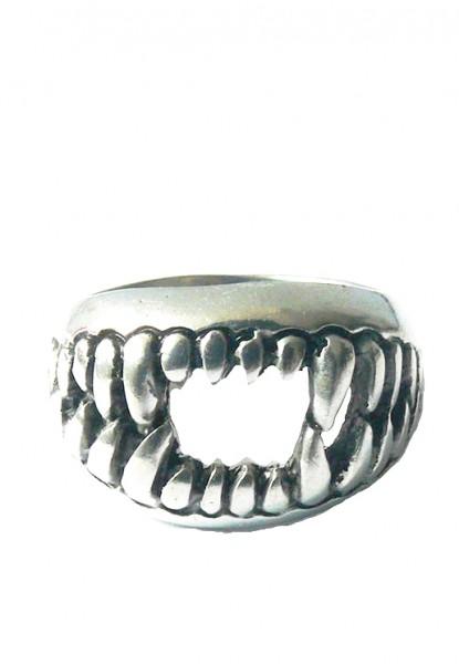 Bissiger Ring in Silber